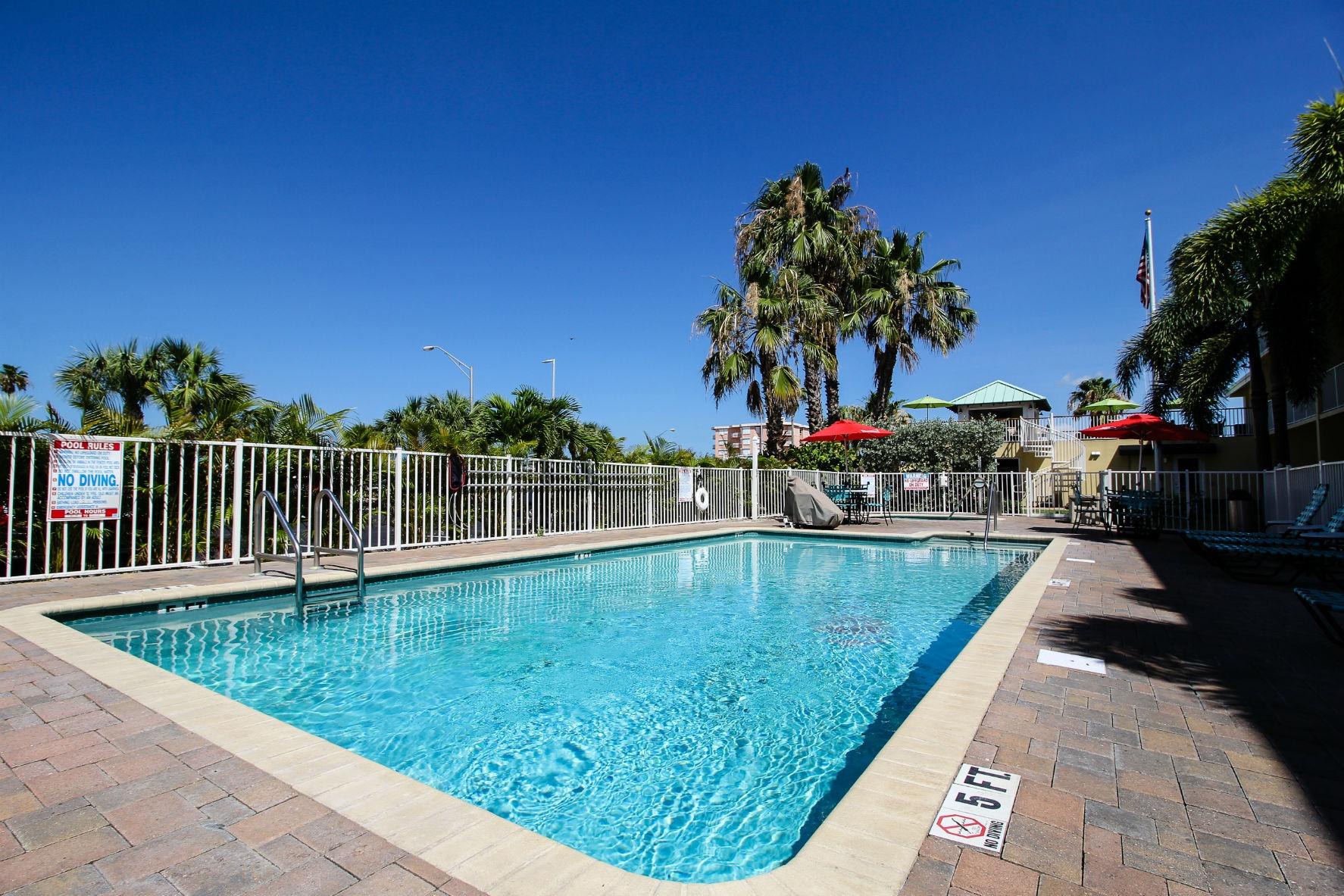 Treasure Bay Resort and Marina - Swimming Pool